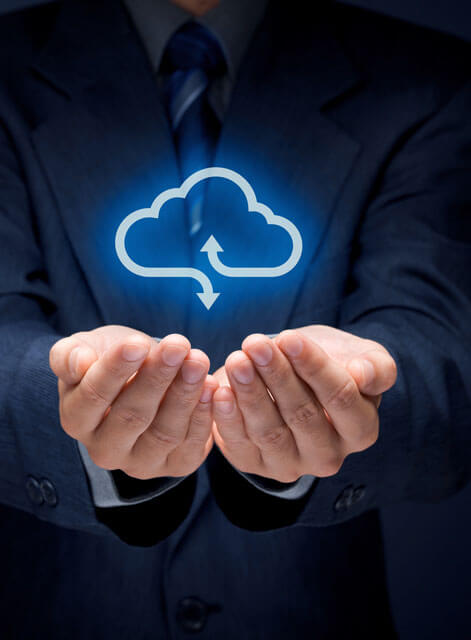 Cloud Services, Hände mit Cloud Wolke